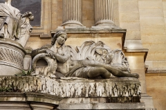 Fontaine des Quatre-Saisons -  La Fontaine des Quatre-Saisons, 59 rue de Grenelle, classé aux monuments historiques.