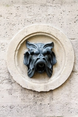 Fontaine du Gros-Caillou -  La Fontaine de Mars ou Fontaine du Gros-Caillou, 129-131 rue Saint-Dominique, inscrit aux monuments historiques.