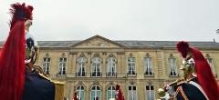 Anciens hôtels de Brienne et de Broglie, actuellement ministère de la défense - façade côté jardin de l'Hôtel de Brienne avec deux gardes républicains