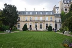Ancien hôtel de Besenval ou ancien hôtel Chanac de Pompadour, actuellement siège de l'Ambassade de Suisse -  Hôtel Chanac de Pompadour