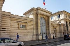Hôtel du Châtelet  ou ancien archevêché de Paris, actuellement ministère du travail -  Un monument historique dans le 7ème arrondissement de Paris.