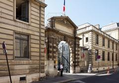 Hôtel Rothelin-Charolais  , actuellement ministère de l'industrie -  Un monument historique dans le 7ème arrondissement de Paris.