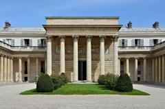 Ancien hôtel de Salm, actuel Palais de la Légion d'Honneur - Français:   Palais de la Légion d\'Honneur (Ancien Hôtel de Salm), portique, Paris (7e)