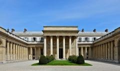 Ancien hôtel de Salm, actuel Palais de la Légion d'Honneur - Français:   Palais de la Légion d\'Honneur (Ancien Hôtel de Salm), cour, Paris (7e)