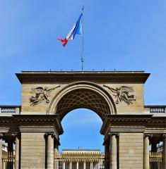 Ancien hôtel de Salm, actuel Palais de la Légion d'Honneur - Français:   Palais de la Légion d\'Honneur (Ancien Hôtel de Salm), porche de l\'entrée principale, Paris (7e)