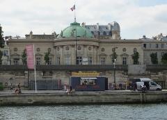 Ancien hôtel de Salm, actuel Palais de la Légion d'Honneur - Français:   Hôtel de Salm, Grande Chancellerie de la Légion d\'Honneur, à Paris, France