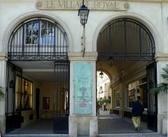 Cité Berryer - English: Royale street (n°25: cité Berryer entrance) - Paris