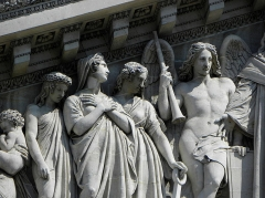 Eglise de la Madeleine - Église de la Madeleine à Paris. Fronton de la façade méridionale. La Foi et l'Espérance.
