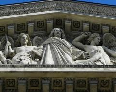Eglise de la Madeleine - Église de la Madeleine à Paris. Fronton de la façade méridionale.