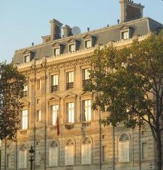 Hôtel Landolfo-Carcano, actuellement ambassade du Qatar - Français:   Hôtel Landolfo-Carcano à Paris au coin des Champs-Élysées et de la place de l\'Étoile, aujourd\'hui siège de l\'ambassade du Qatar.