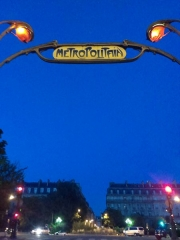 Métropolitain, station Europe - English:   Hector Guimard entrance to the Europe metro station
