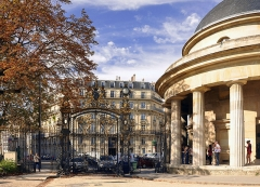 Parc Monceau - English: Rotunda of the Parc Monceau in Paris 8th arrondissement, France.