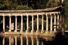 Parc Monceau - English: Pond of the Parc Monceau in Paris 8th arrondissement, France.