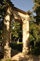 Parc Monceau - English: Portal in Parc Monceau in Paris 8th arrondissement, France.