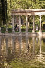 Parc Monceau - English: Pond of the Parc Monceau in Paris 8th arrondissement, France.