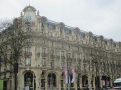 Immeuble, actuellement immeuble du Crédit Commercial de France - Français:   Ancien Élysée Palace Hôtel au 103 avenue des Champs-Élysées.
