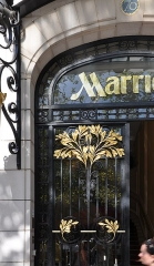 Immeuble - English: The entrance of Marriott Hotel in the Vuitton Building, located at 70 Avenue des Champs-Élysées in the 8th arrondissement of Paris in France. Built in 1914 the building is listed as a historical monument by the French Ministry of Culture.