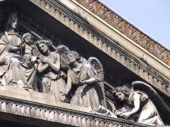 Eglise Notre-Dame-de-Lorette - Français:   Église Notre-Dame-de-Lorette, Paris (détail fronton)