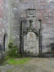 Chapelle Notre-Dame-de-Pitié - Français:   Chapelle Notre-Dame-de-Pitié de Boqueho (22). Porte murée de la costale septentrionale de la nef.