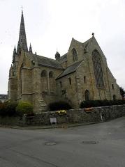 Eglise Saint-Briac - Église Saint-Briac de Bourbriac (22). Transept sud et chevet.