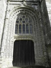 Eglise Notre-Dame de Bulat - Tour-clocher de l'église Notre-Dame de Bulat-Pestivien (22). Portail occidental.