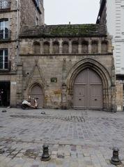 Ancien couvent des Cordeliers - Français:  Portail gothique du couvent des Cordeliers à Dinan (France)