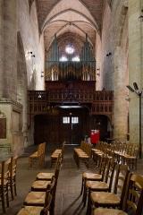 Eglise Saint-Malo - Français:  Croisillon sud de l'église Saint-Malo de Dinan (France). Grand-orgue à tuyaux polychromes sur une tribune en châtaignier sculpté.