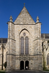 Eglise Saint-Malo - English:  South gate (in the transept) of the church of Saint Malo in Dinan (France)