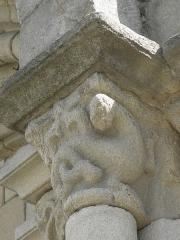 Eglise Saint-Sauveur - Façade ouest de la basilique Saint-Sauveur de Dinan (22). Rez-de-chaussée. Arcade sud.Chapiteau.