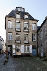 Maison - Français:  Fraçade est de l'hôtel de Pontbriand à Dinan (France)