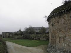 Remparts, tours et portes de la ville - Porte Saint-Malo de l'enceinte médiévale de Dinan (22) vue de la Tour de l'Alloué.