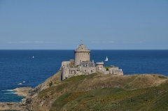 Fort de la Latte - This building is indexed in the Base Mérimée, a database of architectural heritage maintained by the French Ministry of Culture,under the reference PA00089157 .