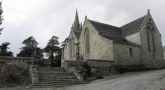 Eglise Notre-Dame - Flanc sud, sacristie et chevet de l'église N.D. de Kergrist-Moëlou (22).