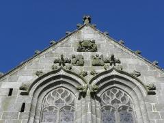 Eglise Notre-Dame - Église Notre-Dame de Kergrist-Moëlou (22). Pignon de la première chapelle sud.