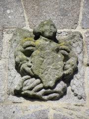 Eglise Notre-Dame - Église Notre-Dame de Kergrist-Moëlou (22). Ange portant des armes.