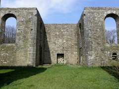 Abbaye de Coatmalouen - Abbaye Notre-Dame de Koad Malouen, commune de Kerpert (22). Intérieur de l'abbatiale. Transept nord.