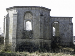 Abbaye de Coatmalouen - Abbaye Notre-Dame de Koad Malouen, commune de Kerpert (22). Chevet de l'abbatiale.
