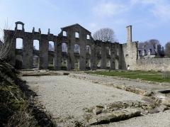 Abbaye de Coatmalouen - Abbaye Notre-Dame de Koad Malouen, commune de Kerpert (22). Revers du palais abbatial.