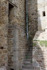 Eglise Notre-Dame - La collégiale Notre-Dame à Lamballe (Côtes d'Armor), un escalier débouchant sur une porte condamnée.