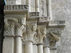 Eglise Notre-Dame - Français:   Chapiteaux de l\'ébrasement droit du portail occidental de la collégiale Notre-Dame-de-Grande-Puissance de Lamballe (22).