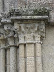 Eglise Notre-Dame - Chapiteaux de l'ébrasement droit du portail septentrional de la collégiale Notre-Dame-de-Grande-Puissance de Lamballe (22).
