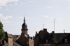 Eglise Saint-Jean - Français:   Vue du clocher de l\'église Saint-Jean à Lamballe (Côtes d\'Armor)