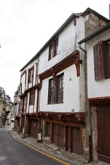 Deux maisons - Français:   Une maison à pan de bois à Lamballe, 7 rue du Four (Côtes d\'Armor)