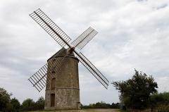 Moulin à vent de Saint-Lazare - Français:   Le moulin à vent de Saint-Lazare à Lamballe (Côtes d\'Armor).