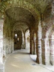 Ruines de la rotonde dite Temple de Lanleff - Français:   Déambulatoire du temple de Lanleff (22).