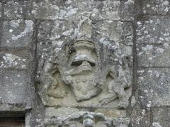 Eglise Saint-Loup - Français:   Église Saint-Loup de Lanloup (22). Arme ornant le porche sud.