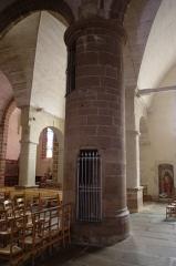 Eglise Saint-Jean-du-Baly - Français:   Église Saint-Jean-du-Baly de Lannion: le pilier creux, permettant l\'accès à l\'ancien jubé.