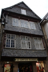 Immeuble - Français:   Maison du XVIe siècle à Lannion, 5 rue Émile Letaillandier.