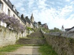 Eglise de la Trinité de Brélévenez - Escaliers menant à l'église de la Trinité Brélévenez à Lannion