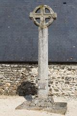 Croix de cimetière - Français:  Croix du cimetière de Tressaint à Lanvallay (France).